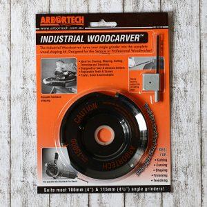 Der Industrial Woodcarver hat 3 Klingen aus Hartmetall