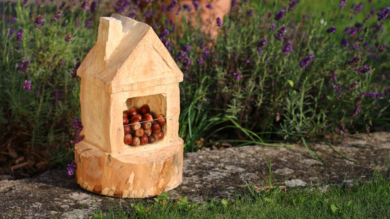 ein vogelhaus geschnitzt mit arbortech werkzeugen