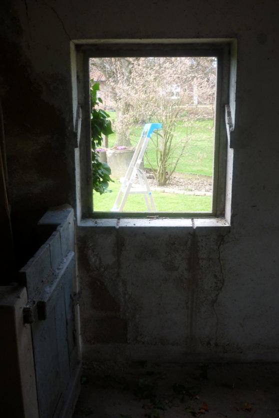 Aus diesem Fenster Durchbruch soll mithilfe der Arbortech AS 170 ein Türdurchbruch werden