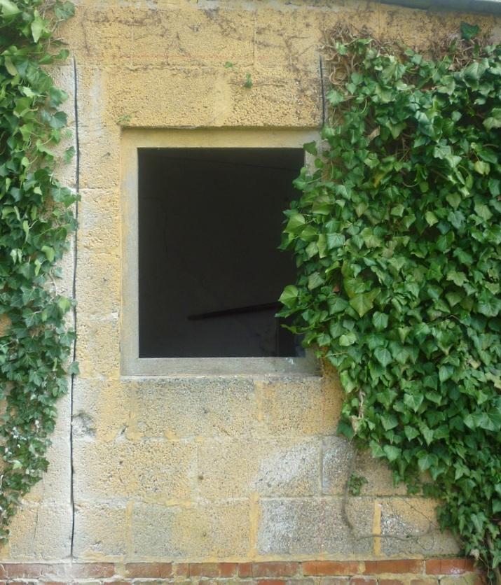 Einen Mauerdurchbruch erstellt mit der AS 170 Fugensäge
