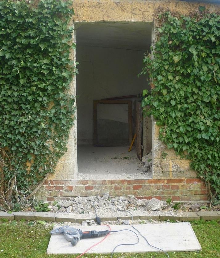 Durchbruch durch die Wand mit der Arbortech AS 170 Fugensäge