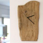 Wanduhr aus Treibholt mit Arbortech Werkzeugen hergestellt.