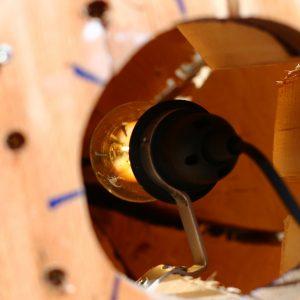 Die Fassung für die Holz Stehlampe.
