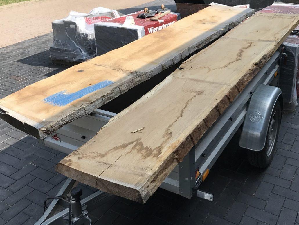 Eichenbohlen für ein Lowboard